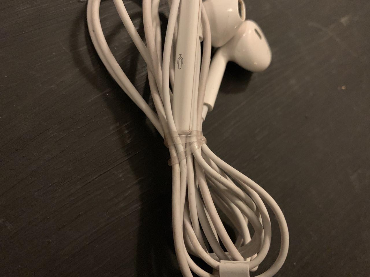 Transparent rubber hairband to tidy up cables & color gels