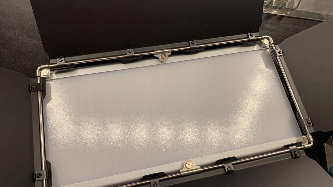 Neewer 960 RGB Led Light_04